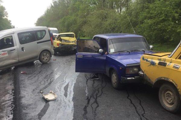 На Тернопільщині ДТП за участю 5 автівок (Фото)