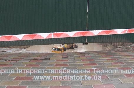 У Тернополі біля забудови, яку затопило, збирається комісія (Наживо)