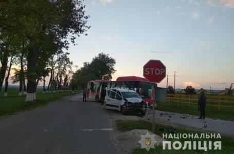 У ДТП на Збаражчині перекинувся пасажирський автобус