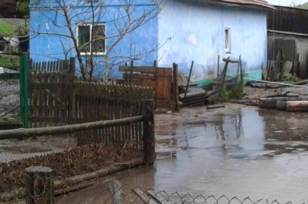 В намулі городи та подвір'я. У Козівському районі борються з наслідками зливи