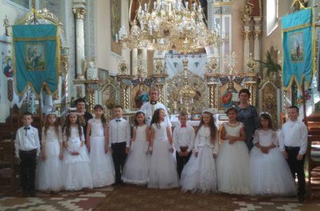 Школярі Тернопільщини прийняли Перше Причастя (Фото)