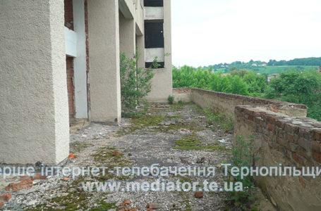 Недобудований будинок культури у Теребовлі розвалюється на очах (Відео)