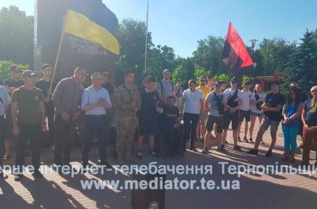 У центрі міста акція проти зупинення декомунізації (Наживо)
