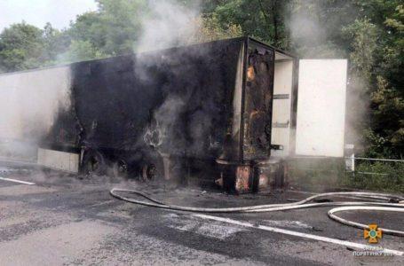 На Підволочищині на ходу загорілася вантажівка (Фото)