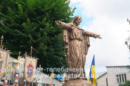 Під Божим покровом Зборів. На Тернопільщині освятили фігуру Ісуса Христа (Відео)