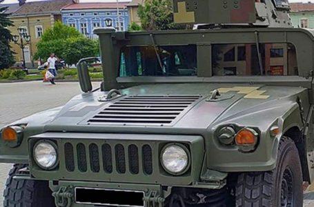 Броньований «Хаммер» у центрі міста. У Тернополі демонструють військову техніку (Відео)