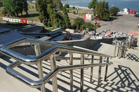 З підсвіткою, але без пандуса: у Тернополі оновлюють сходи біля фонтану «Каскад» (Відео)