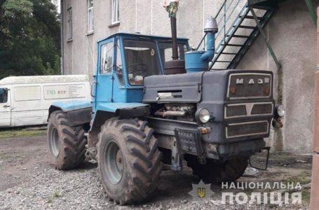 На Теребовлянщині під колесами трактора загинув чоловік
