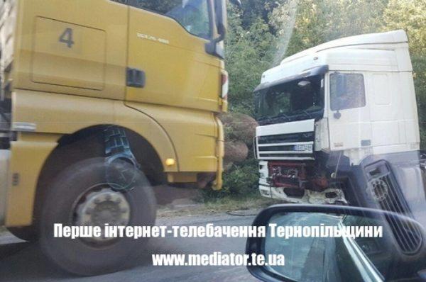 Через нічне ДТП рух транспорту дорогою на Чортків ускладнений