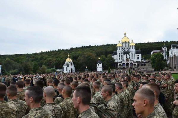 Завтра у Зарваниці молитимуться за родини військових