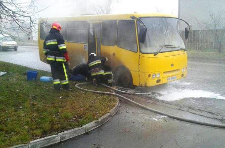 Поблизу тернопільського автовокзалу загорілася маршрутка