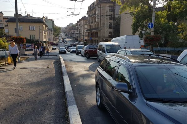 У Тернополі розшукують водія, який спричинив ДТП і втік (Відео)