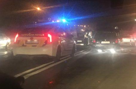 У Тернополі на об'їзній загорівся автомобіль. На місце події прибули пожежники та швидка
