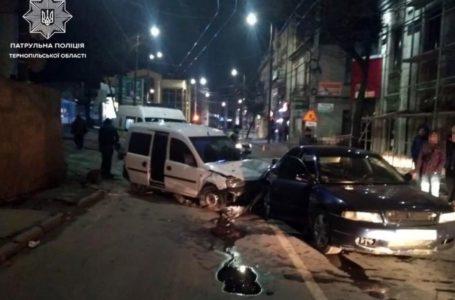 У Тернополі ДТП: 21-річний водій збив людину та протаранив авто