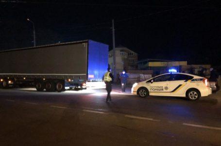 Горілка та розливний спирт: у Тернополі затримали автомобілі з фальсифікатом
