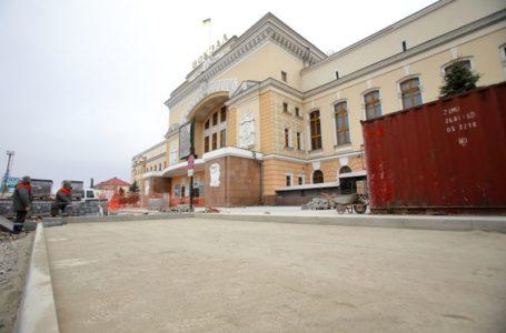 Реконструкцію Привокзальної площі планують завершити до кінця року (Фото)