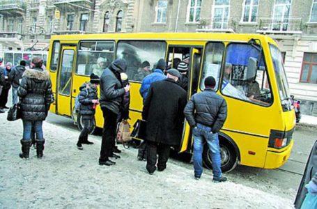 У Тернополі з маршрутки випав пасажир, бо водій не зачинив дверей