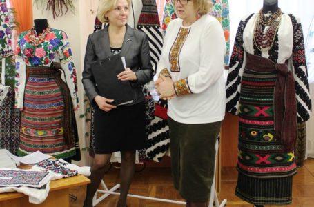 У Тернополі представили приватну виставку відомої колекціонерки