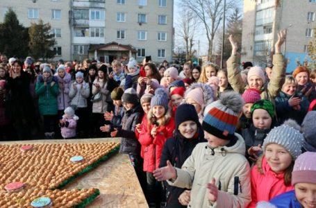 У Шумську встановили рекорд «Найбільша ялинка з круасанів» (Фото)