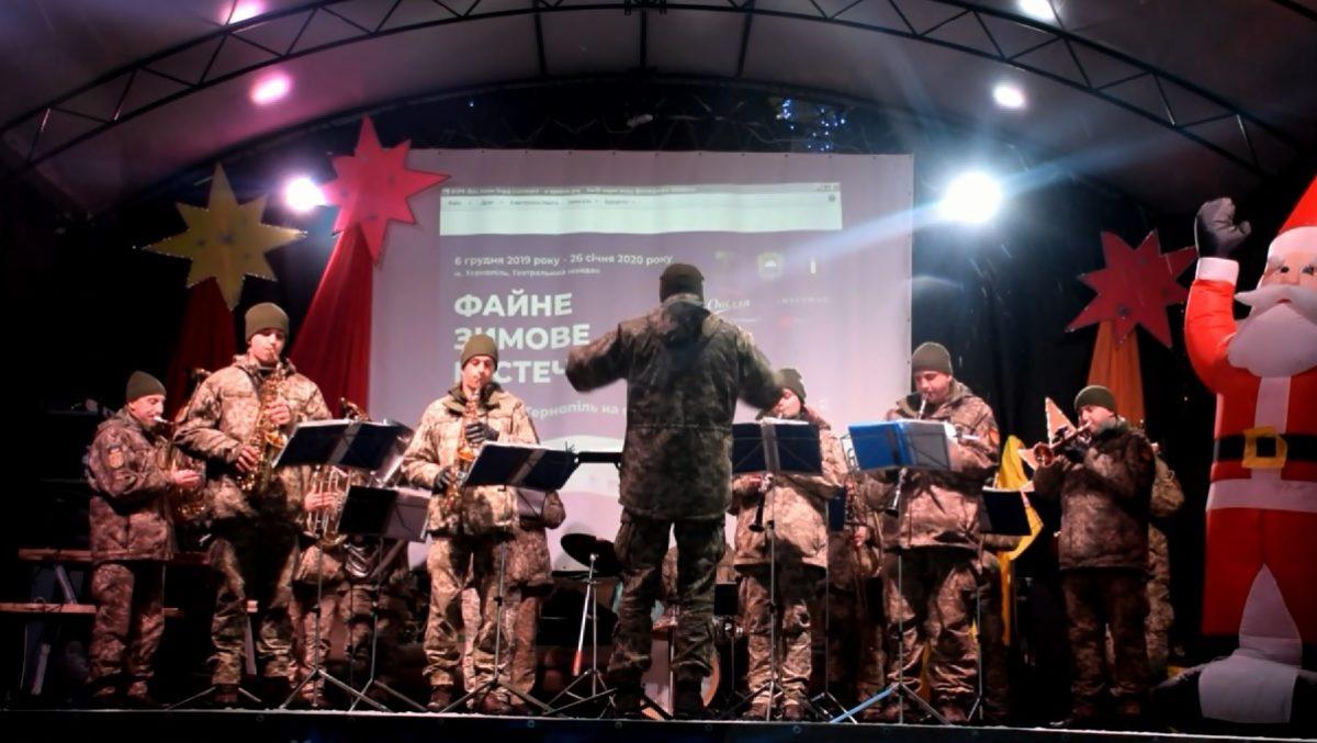 Відомі колядки виконав військовий оркестр 44-ї бригади (Відео)
