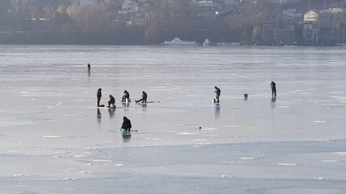 Рибалки на Тернопільському ставу нехтують своєю безпекою (Фото)