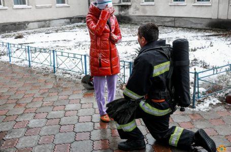 Рятувальник з Теребовлі оригінально освідчився коханій (Відео)