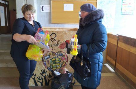 У Шумську речі із соціального контейнера передали дітям (Фото)