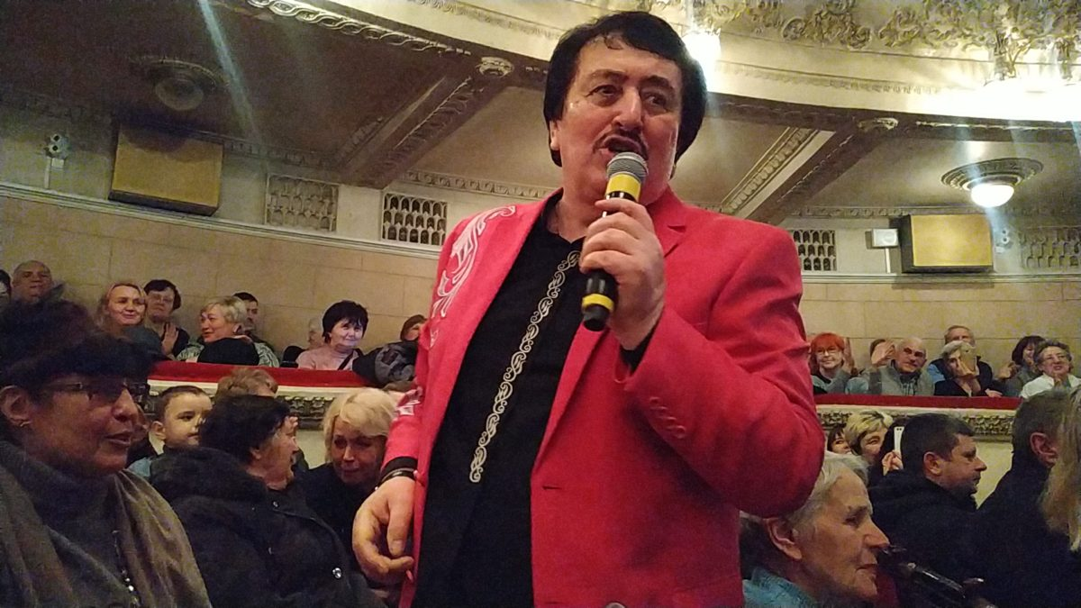 Розсмішив і змусив плакати: у Тернополі виступив народний артист Іван Попович (Відео)
