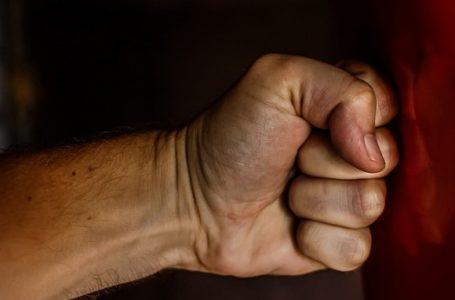 Ударяв у груди і спину: на Чортківщині чоловік забив до смерті співмешканку