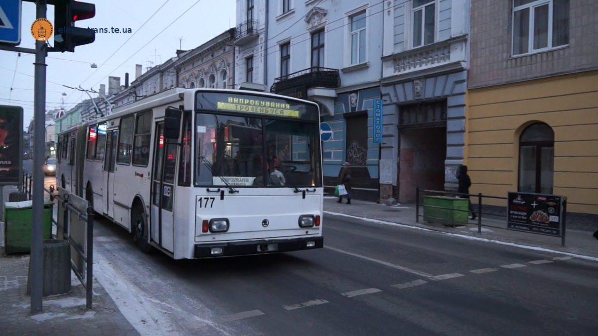«Пасажир був неадекватним, кондуктор заяви не написала»: у «Тернопільелектротранс» пояснили причини бійки в тролейбусі