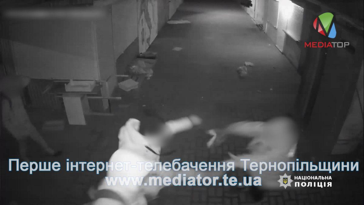 Ногою в груди – за зауваження. Знайшли хулігана, який побив працівницю ринку (Відео)