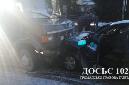 У ДТП на Тернопільщині зіткнулись мікроавтобус та легківка (Фото)