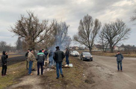 Поблизу Микулинців створили блокпости, щоб не пустити евакуйованих з Китаю українців (Відео)