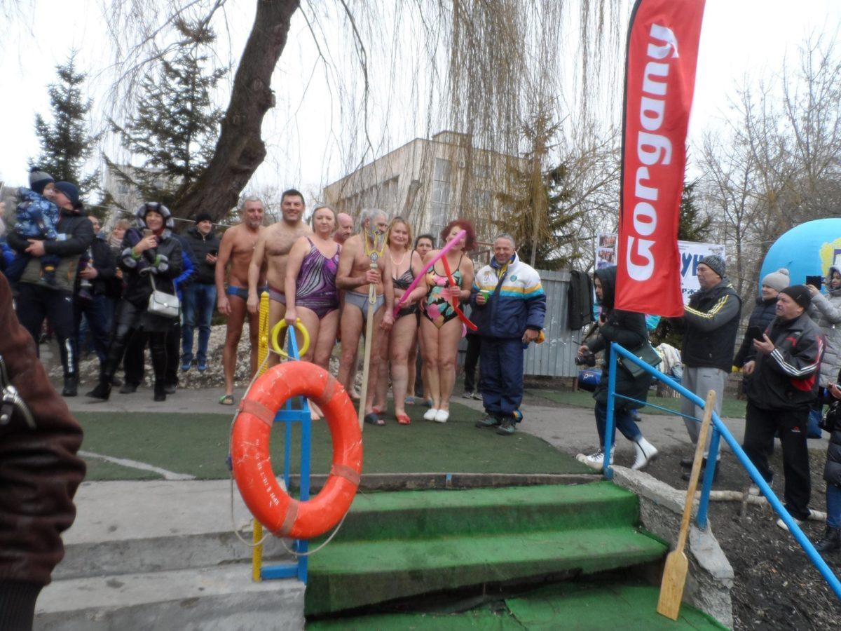 """На фестивалі в Тернополі змагались півсотні """"моржів"""" (Фото)"""