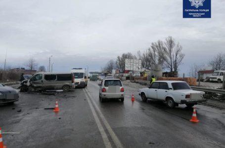 На Об'їзній у Тернополі – майже одночасно стались дві ДТП. Рух транспорту заблокований (Фото)