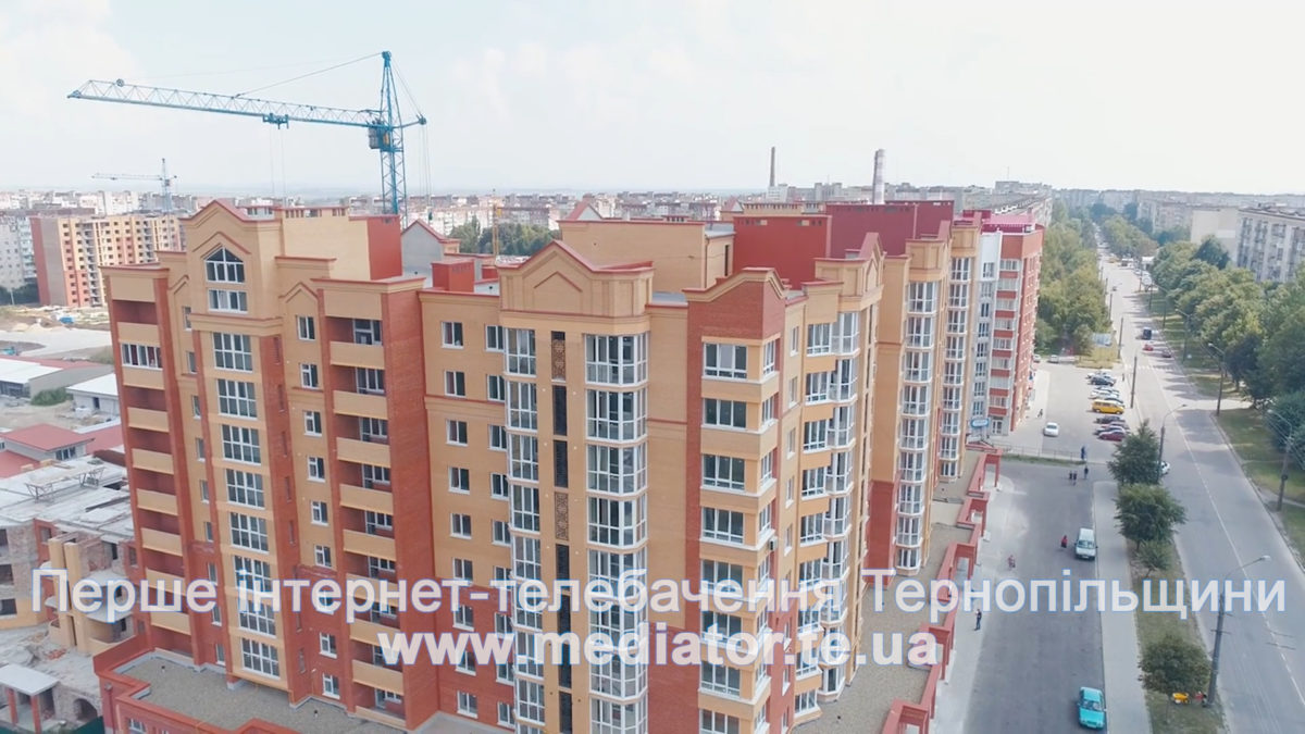 """""""Споруджуємо у всіх мікрорайонах"""", – у Тернопільбуд здають нові будинки (Відео)"""