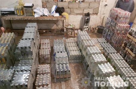 На Тернопільщині виготовляли фальсифікований алкоголь і продавали під марками українських брендів (Відео)