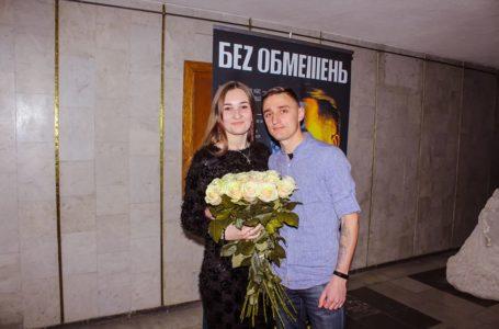 «Заховав квіти у буфеті»: тернополянин розповів про освідчення на концерті (Відео)
