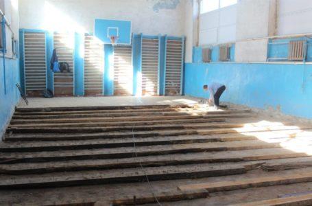 З чиєї вини у школі в Ланівцях вклали підлогу з грибком – з'ясовує поліція