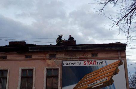 Сильний вітер зірвав дах на вул. Гайовій у Тернополі (Фото)