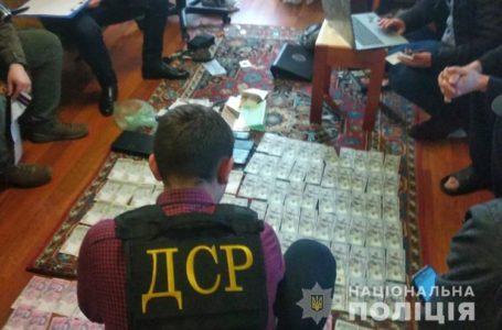 Обманули навіть сліпу бабусю. На Тернопільщині затримали телефонних шахраїв (Відео)