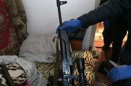 Вдома у жителя Борщівського району поліцейські знайшли арсенал зброї (Відео)