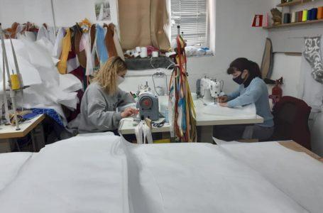 У Ланівцях волонтери шиють захисні маски й костюми для місцевої лікарні (Фото)