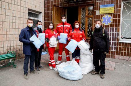 Місяць допомоги: волонтери Гуманітарного штабу забезпечили медиків Тернопільщини засобами захисту (Відео)