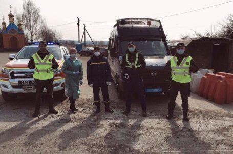 На в'їздах у Тернопіль облаштували КПП. Водіям і пасажирам міряють температуру