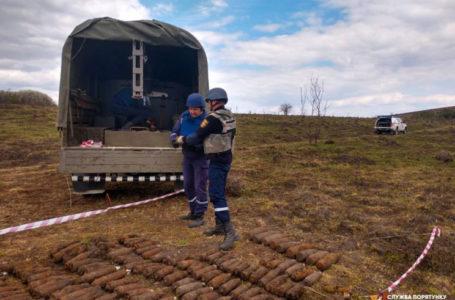У Монастириському районі надзвичайники виявили 167 застарілих боєприпасів (Фото)