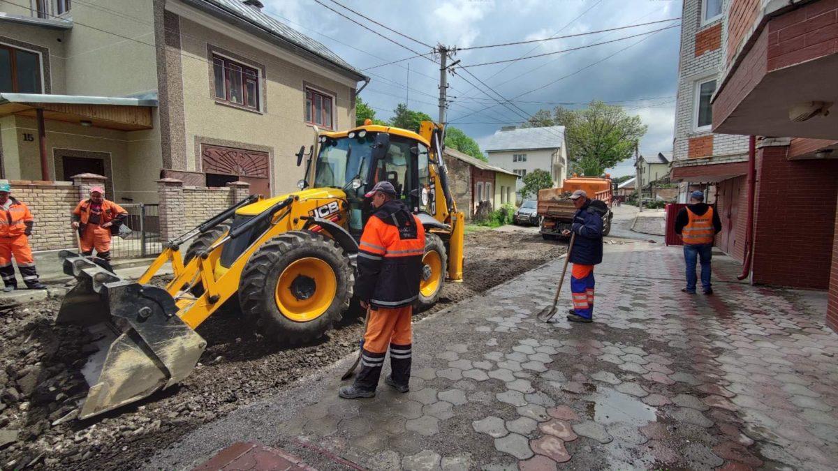Рух перекрито. У Тернополі ремонтують вулицю Стецька (Фото)