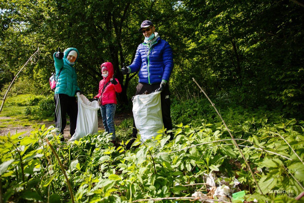 Півсотні тернополян прибирали поблизу Тернопільського ставу (Фото)