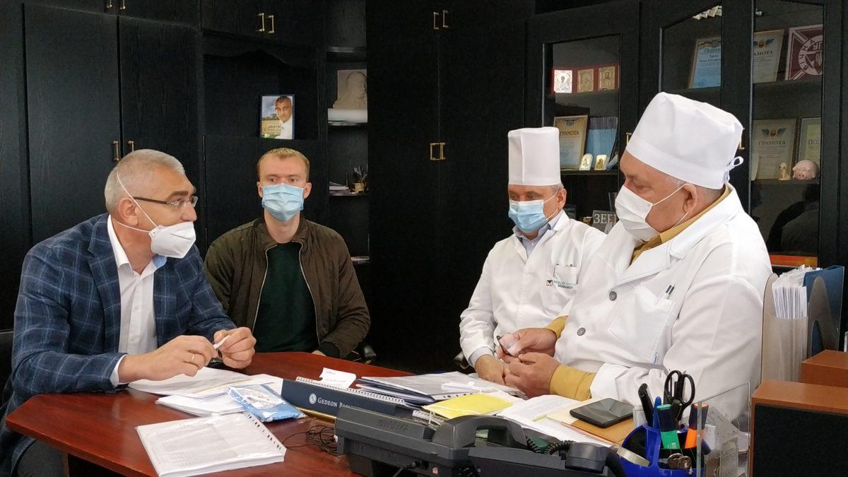 Медобладнання – на решту. Волонтери Гуманітарного штабу зустрілись із лікарями Тернопільського району (Відео)