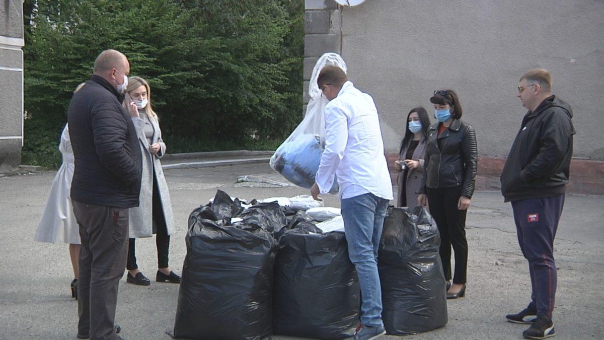 Медики Зборівського району отримали засоби захисту від волонтерів (Відео)
